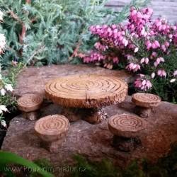 Stůl a čtyři židla, tvar letokruhy stromu