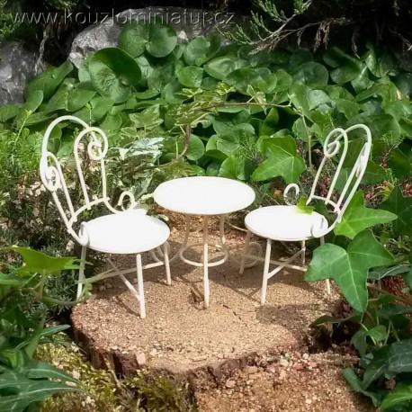Stůl a dvě židle, bílá